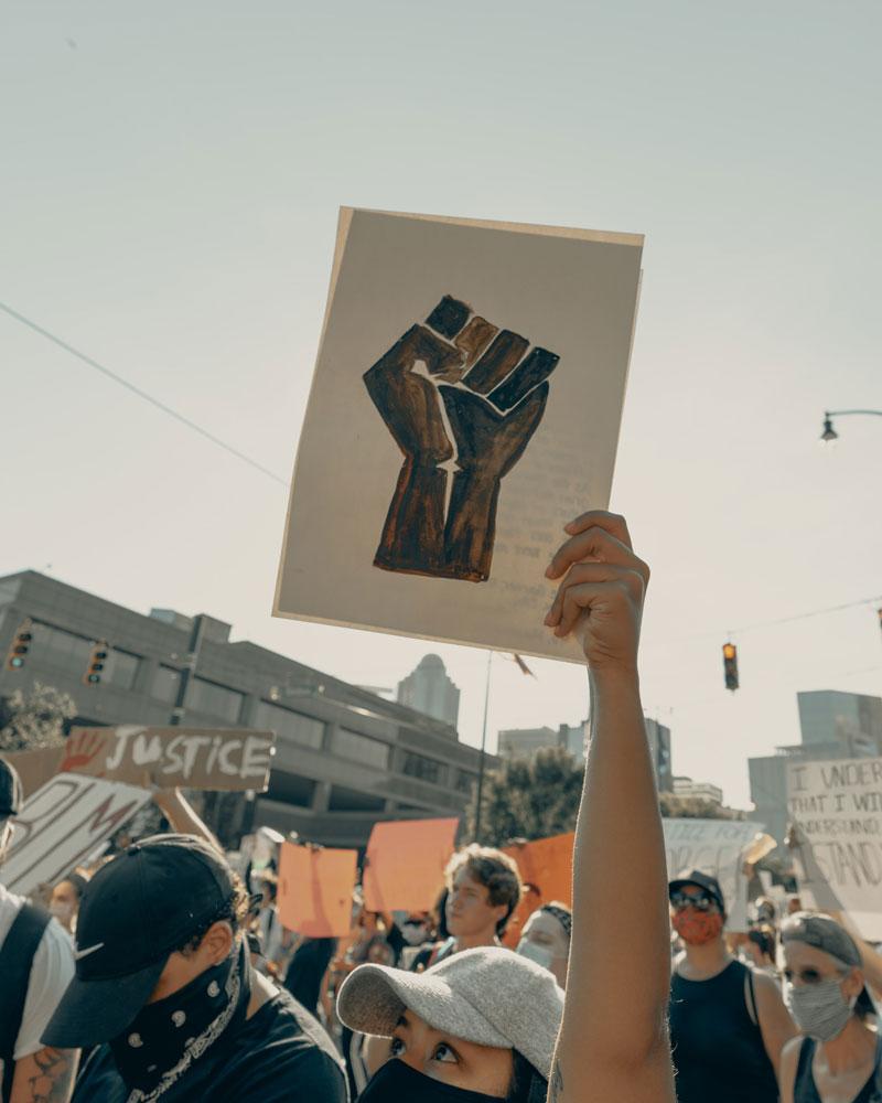 Activista en manifestación